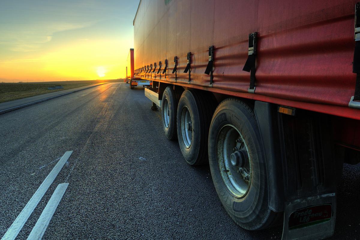 como escolher pneu para caminhão